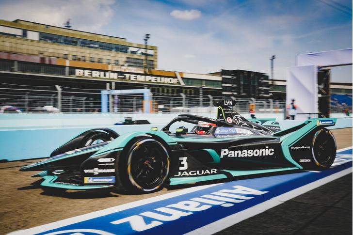 Фото №7 - Автогонки будущего: в гостях у Jaguar Racing на «Формуле E»