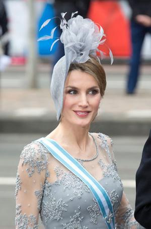 Фото №6 - Какие головные уборы носит королева Летиция