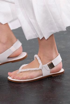 Фото №20 - Самая модная обувь весны и лета 2020: советы дизайнеров
