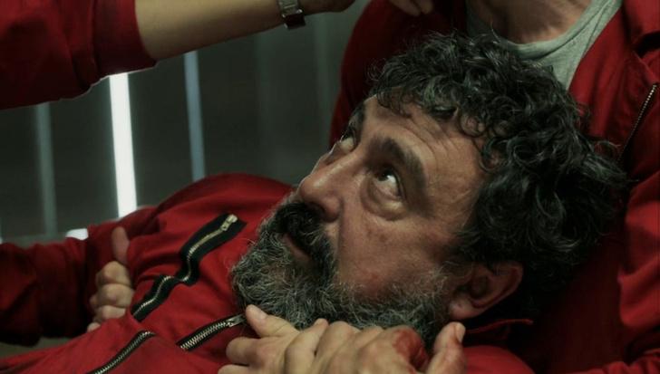 Фото №3 - Смотреть и плакать: самые трагические смерти в сериале «Бумажный дом» 😭