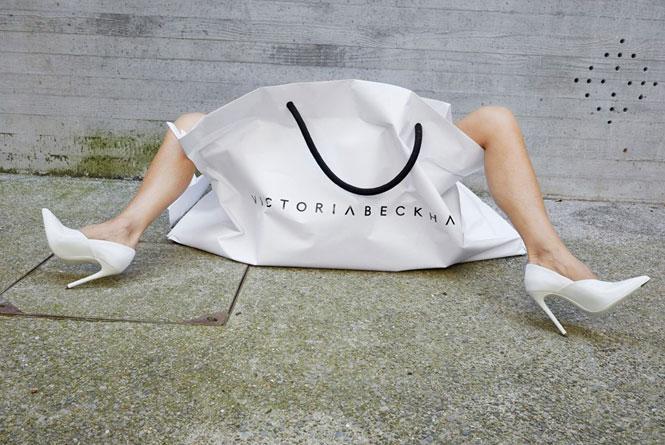 Фото №5 - Инопланетяне, куры и Виктория Бекхэм в пакете: самые странные рекламные кампании брендов