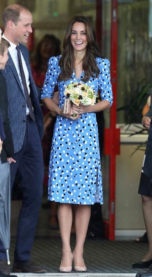 Фото №13 - Королева Zoom: как герцогиня Кейт одевается на карантине