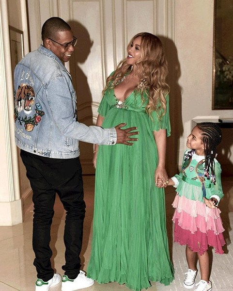 Фото №4 - Милота дня: беременная Бейонсе с семьей на премьере «Красавицы и Чудовища»