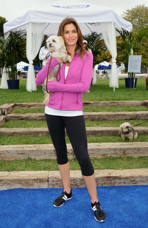 Фото №5 - От Джейн Фонды до Дженнифер Лопес: 5 культовых фитнес-икон (и их лучшие тренировки)