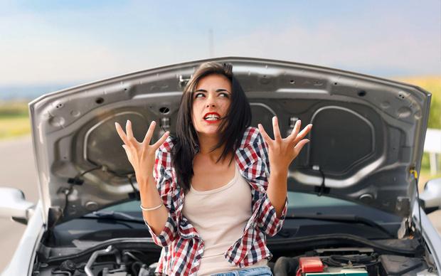 Фото №1 - Что означают цветные лужицы под твоей машиной: гид по шести видам пятен