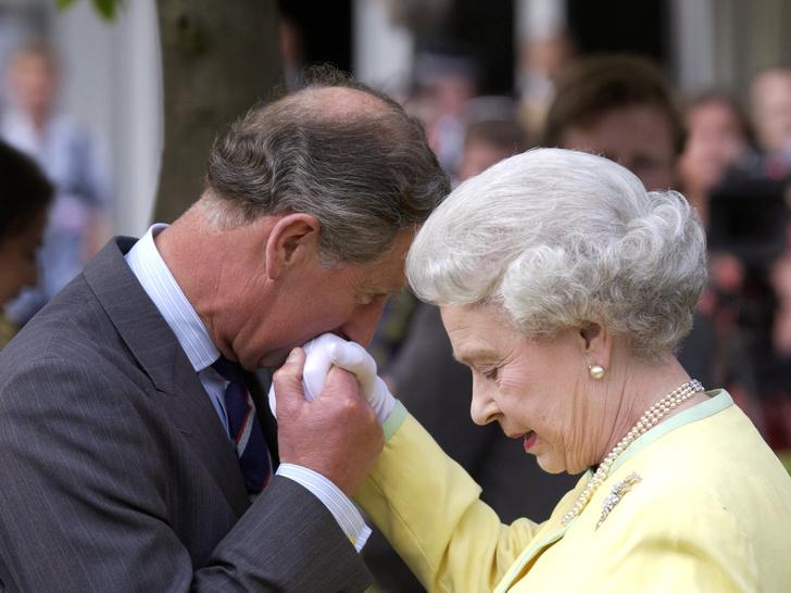 Фото №3 - Почему отношения Королевы и принца Чарльза всегда были непростыми