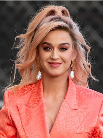 Фото №1 - В какой цвет покрасить волосы, когда откроются салоны: 7 крутых вариантов