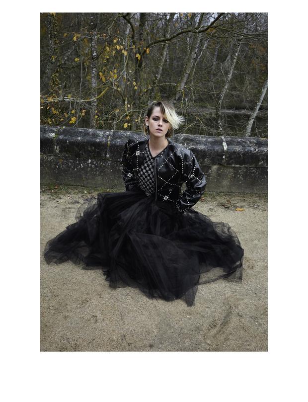 Фото №4 - Королева лесов: Кристен Стюарт в магической кампании Chanel Métiers d'art 2020/21