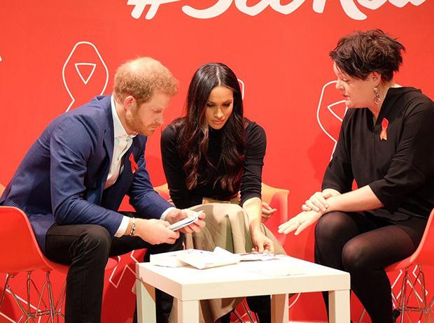 Фото №8 - Меган Маркл и принц Гарри начали свой тур по Великобритании