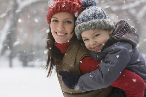 Фото №1 - Средства для ухода за кожей лица и согревающие ароматы в зимний сезон: для мам, которые каждый день проводят много времени на морозе