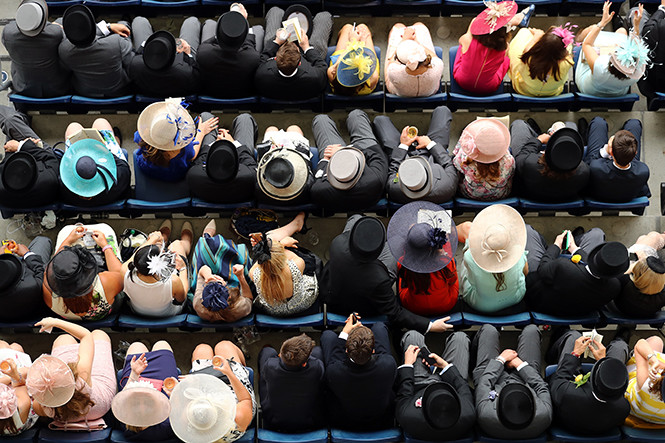 Фото №5 - Шляпу надень: почему Меган Маркл придется привыкать к головным уборам