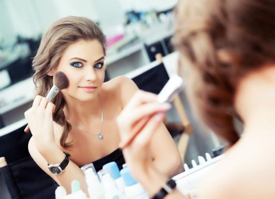 Фото №1 - В стиле ELLE girl: праздничный макияж от «Л'Этуаль»