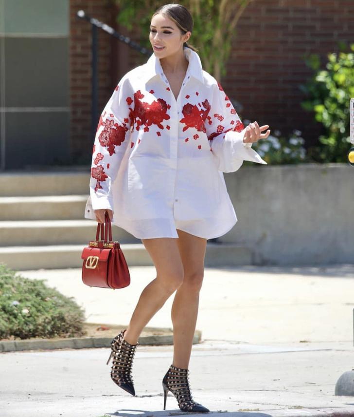 Фото №2 - Платье-рубашка для тех, кто хочет быть похожей на Мисс Вселенная: совершенная Оливия Калпо на прогулке