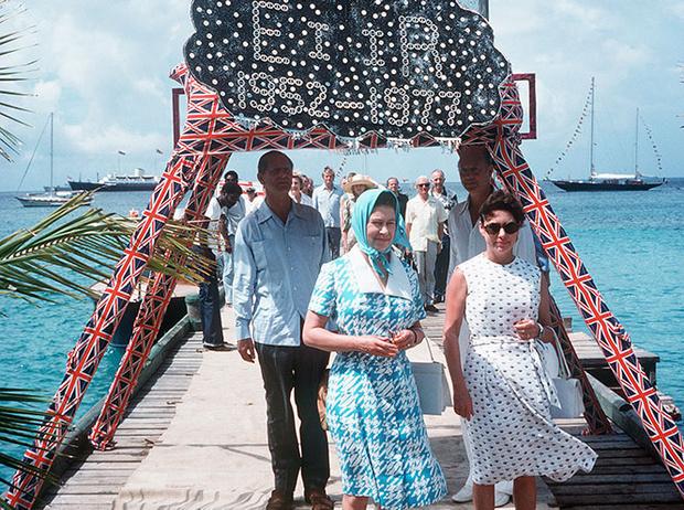 Фото №9 - Королевский отпуск: любимые места отдыха монарших особ разных лет