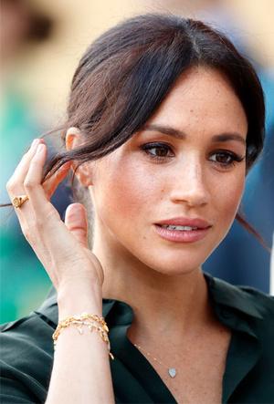Фото №6 - Тренд аристократов: где искать кольца-печатки, как у Дианы, Меган и Пиппы Миддлтон