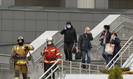 Фото №1 - Медиков больницы святого Георгия, эвакуировавших пациентов во время пожара, представят к награде