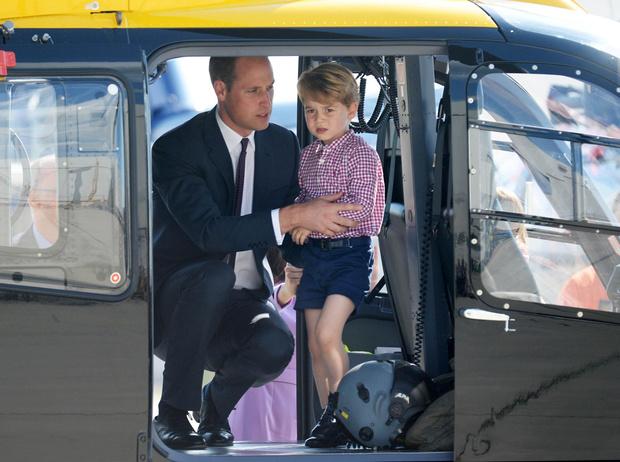 Фото №1 - Почему Кейт и Уильям прячут детей от публики на самом деле