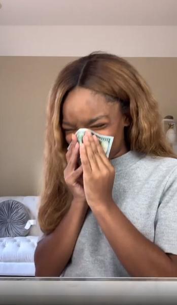 Фото №2 - 15-летняя актриса высморкалась в 100-долларовую купюру, чтобы утереть нос хейтерам