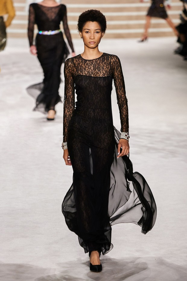 Фото №8 - Что на самом деле носят парижанки? Амбассадор Chanel, модная французкая актриса Альма Ходоровски комментирует любимые образы показа
