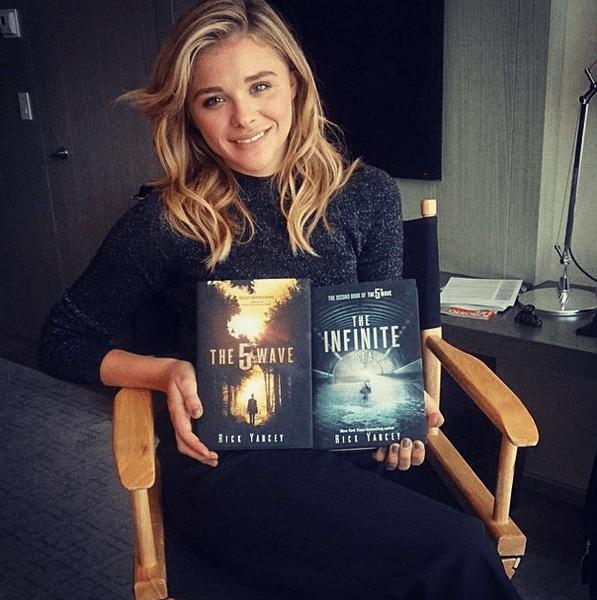 Фото №21 - Звездный Instagram: Знаменитости и книги