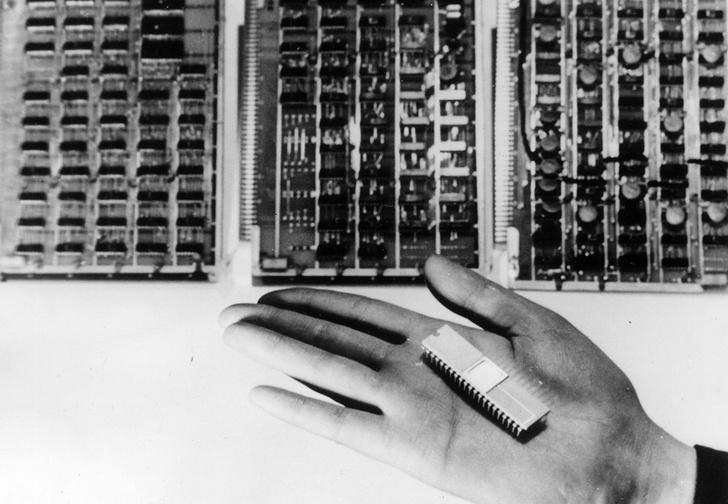 Фото №1 - Хроники чипирования: как люди вживляют в себя микрочипы и можно ли сделать это незаметно