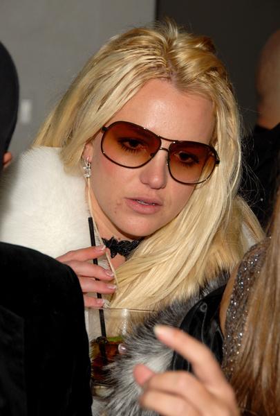 Фото №55 - Сама себе не хозяйка: как Бритни Спирс потеряла контроль над собой, деньгами, голосом и жизнью