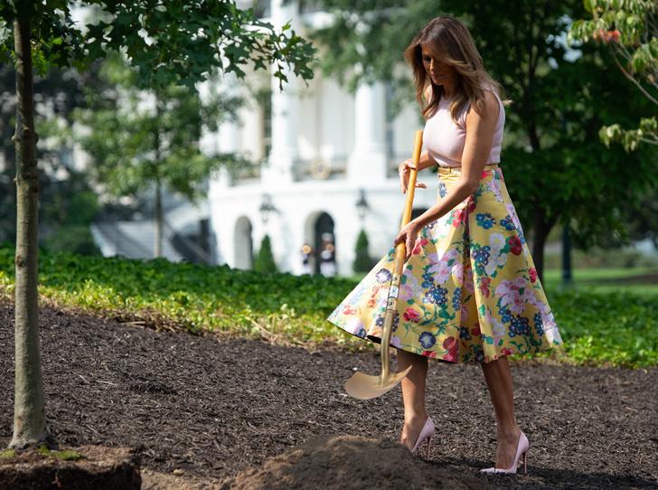 Фото №1 - Первая садовница: 10 юбок как у Мелании Трамп (саженцы в комплект не входят)