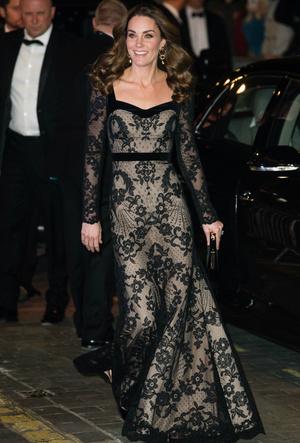 Фото №2 - Как выглядеть элегантно в «голом» платье: показывает герцогиня Кейт
