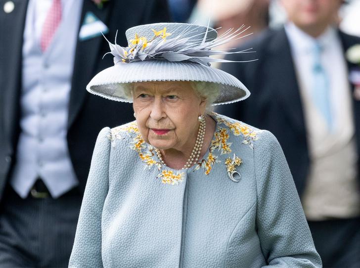 Фото №1 - Королева стиля: 5 образов Елизаветы II на Royal Ascot