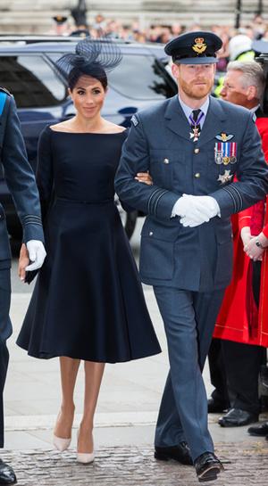 Фото №20 - Герцогиня Меган тратит на наряды больше герцогини Кейт