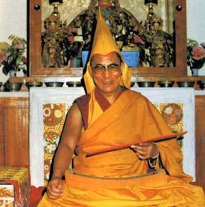Фото №1 - Одеяние Далай-ламы выставят для прикосновений