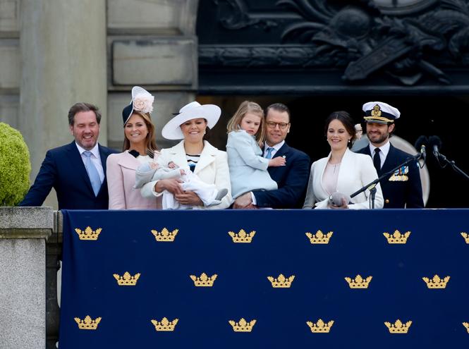 Фото №5 - Принц Оскар: два года в фотографиях