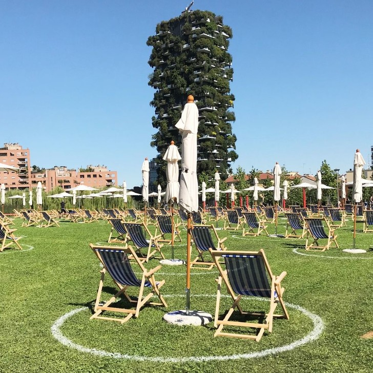 Фото №1 - Зона отдыха с социальным дистанцированием в Милане