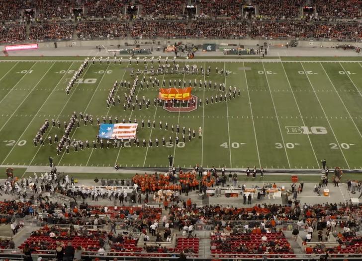 Фото №1 - Оркестр из 70 человек реконструировал «лунную гонку» между СССР и США на футбольном поле (видео)
