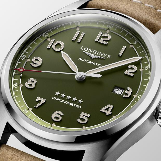 Фото №2 - Часы-легенда: теперь Longines Spirit доступны и в зеленом цвете