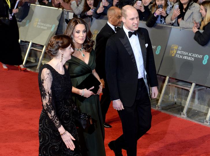 Фото №4 - Глубоко разочарованы: как в соцсетях отреагировали на наряд Кейт Миддлтон на BAFTA