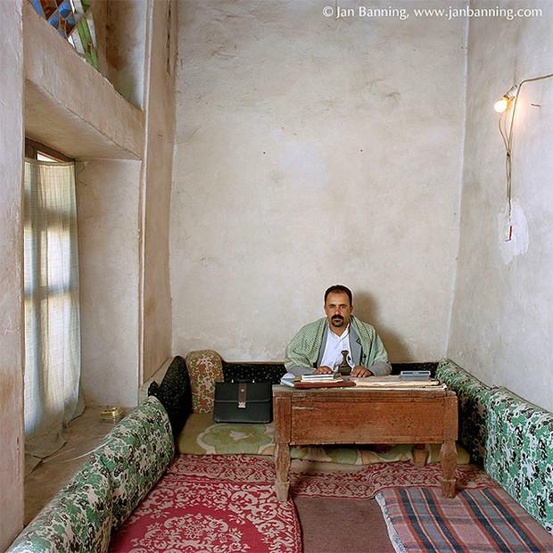 Фото №27 - Проходите, садитесь: кабинеты чиновников и служащих в разных странах