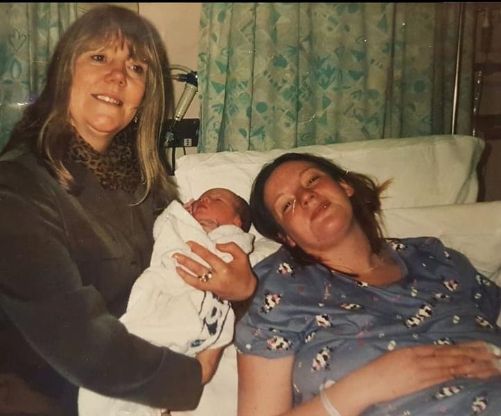 Фото №2 - «Стала бабушкой в 34 года— к этому жизнь меня не готовила»