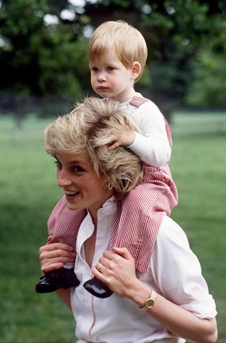 Фото №6 - История в фотографиях: какой мамой была принцесса Диана