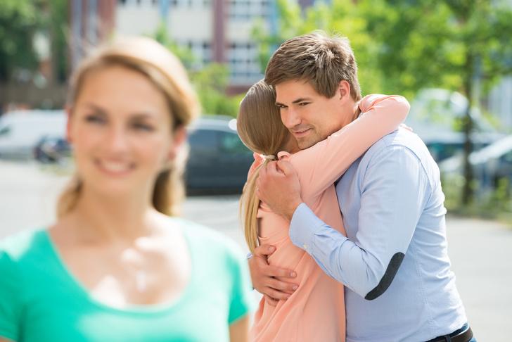 Фото №1 - Высокие отношения: почему мы дружим с бывшими?