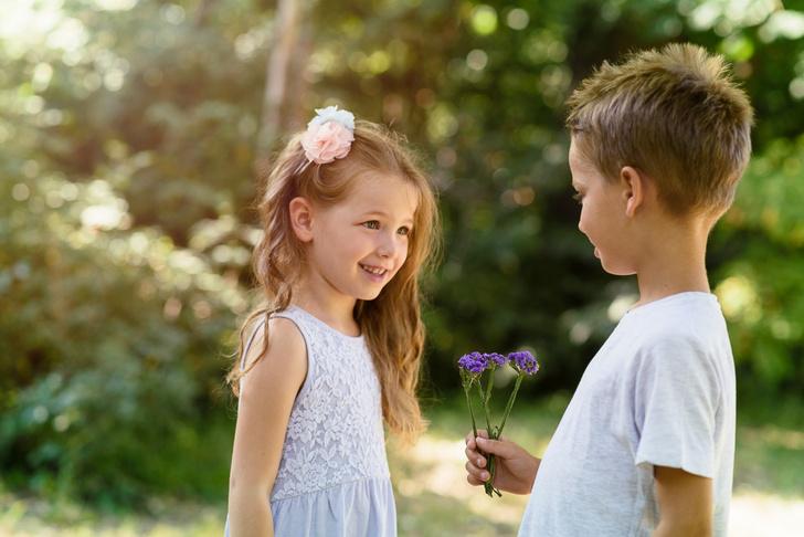Фото №1 - Первая любовь в детском саду: как поддержать кроху?