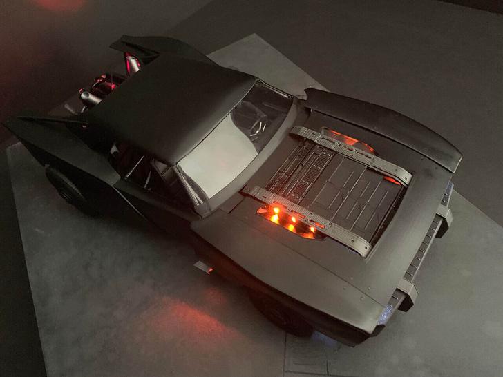 Фото №1 - Как выглядит новый автомобиль Бэтмена
