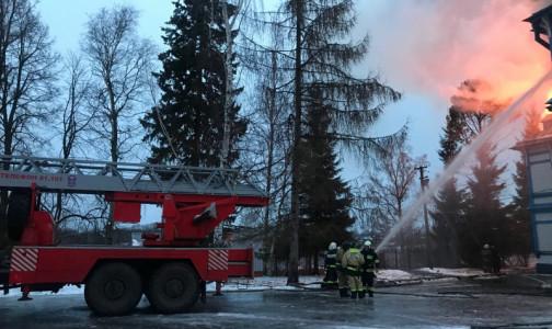 Фото №1 - В Ленобласти загорелся детский пульмонологический санаторий - пожар тушили около часа