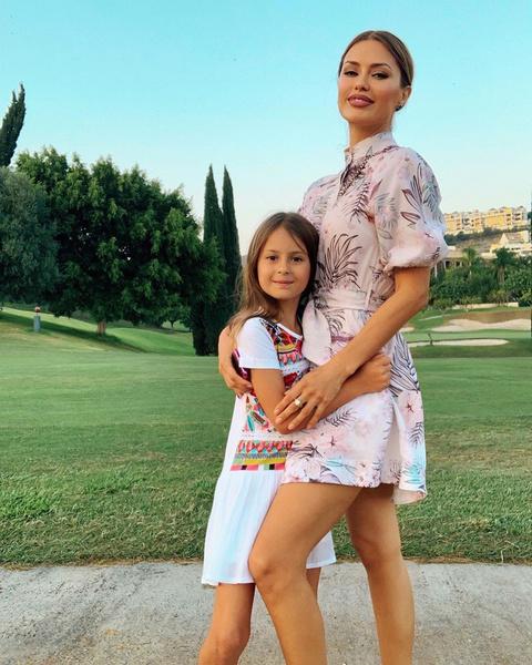 Фото №2 - Без хлеба и конфет: Виктория Боня рассказала, что Алекс Смерфит посадил их 8-летнюю дочь на диету