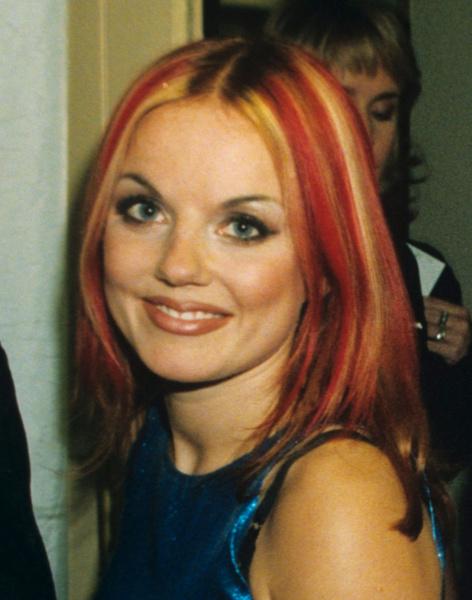 Фото №2 - Золотой зуб, блестки и эпатаж: как изменились солистки группы Spice Girls