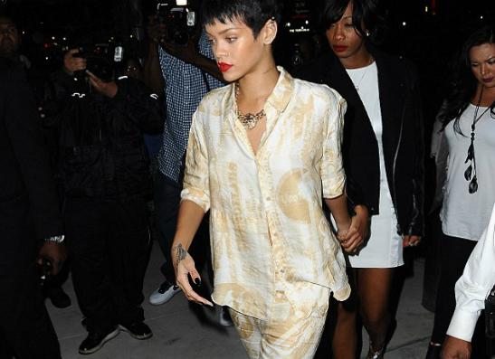 Фото №2 - Пижама-стайл: Рианна на открытии клуба Jay-Z