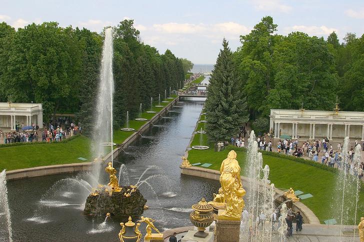 Фото №1 - Откуда на скульптурах Петергофа налет
