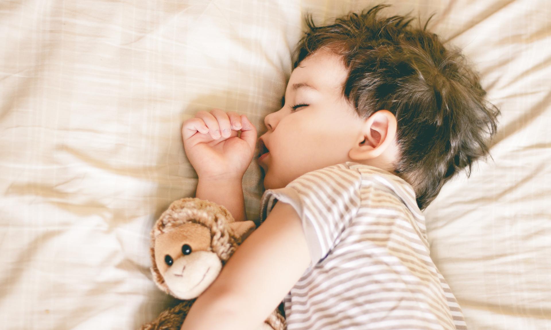 Чем опасен детский храп и как от него избавиться