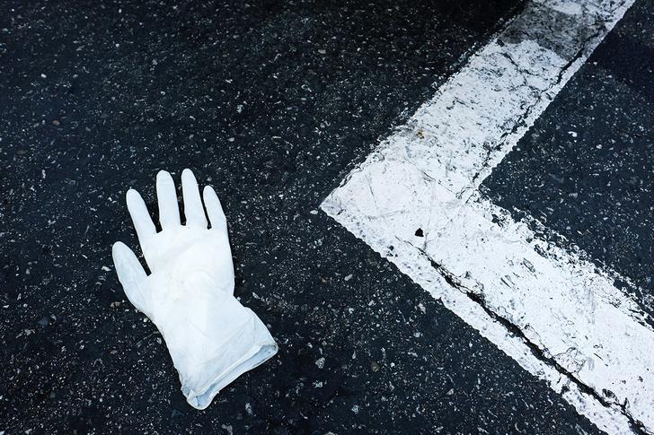 Фото №1 - Врач рассказал, какие перчатки носить для защиты от коронавируса