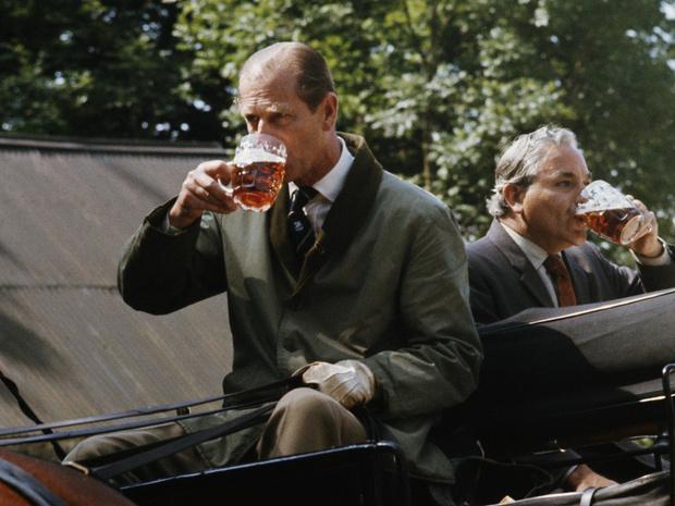 Фото №4 - Королевский бар: какие напитки Виндзоры выбирают на Рождество